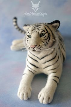 Needle felted tiger, white tiger by SaniAmaniCrafts #needlefelted #SaniAmaniCrafts