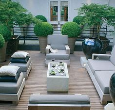 Looking for Artificial Topiary Trees? Have a look at our extensive range of quality topiary trees and plants. Browse our range and buy artificial topiary trees online. Modern Outdoor Furniture, Deck Furniture, Outdoor Rooms, Outdoor Decor, Outdoor Living, Antique Furniture, Ideas Para Decorar Jardines, Pavillion, Modern Deck