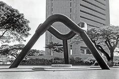 Sky Gate, Honolulu, 1976–77, Isamu Noguchi.