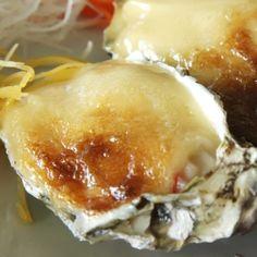 A recipe for simple baked garlic and cheese oysters in the shell. mnavrazvam tehni4eski  za li4en dostap na Boiko