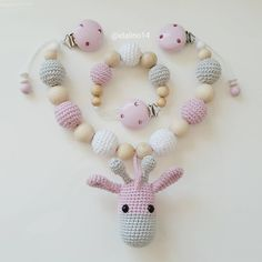 Ein neues Set aus Kinderwagenkette mit Giraffe und dazu passender Schnullerkette… Crochet Bib, Love Crochet, Crochet For Kids, Crochet Toys, Teething Jewelry, Baby Rattle, Baby Kind, Baby Crafts, Amigurumi Patterns