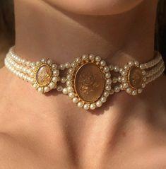 Cute Jewelry, Gold Jewelry, Jewelery, Jewelry Accessories, Jewelry Design, Pearl Chocker Necklace, Gold Necklace, Accesorios Casual, Bracelets