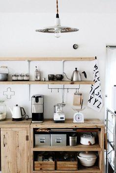 Small kitchen – diy kitchen decor on a budget Farmhouse Style Kitchen, Modern Farmhouse Kitchens, Home Kitchens, Diy Kitchen Decor, Interior Design Kitchen, Kitchen Dining, Unfitted Kitchen, Style Rustique, Kitchen Trends