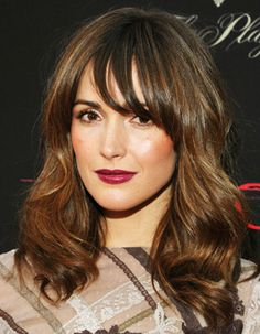 Rose Byrne wears dark hued lipstick, a must-have for this fall/winter season