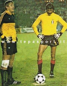 Football Kits, Ac Milan, Big Men, Goalkeeper, Vintage Photographs, Italy, Conversation, Twitter, Netherlands