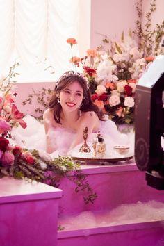 "Hyuna's ""Flower Shower"" music video behind the scenes by Melon - Sexy K-pop Kpop Girl Groups, Kpop Girls, Demi Lovato, Hyuna Triple H, Hyuna Photoshoot, Fairy Photoshoot, Korean Girl, Asian Girl, El Divo"