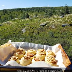 Edels Mat & Vin: Kanelsnurrer på hyttevis !! Mat, Sugar, Cookies, Desserts, Food, Crack Crackers, Tailgate Desserts, Deserts, Biscuits