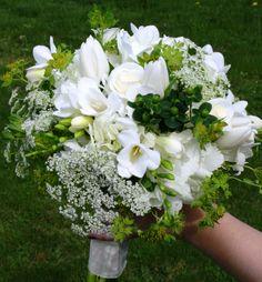 White wedding bouquet photo