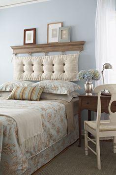 Original respaldo de cama con almohadon benches, beds, blue walls, guest bedrooms, outdoor cushions, bedroom headboards, diy headboards, guest rooms, blues