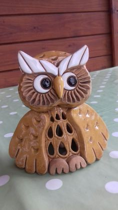Krásný dárek  - keramická sova Ceramic Owl, Ceramic Pottery, Clay Wall Art, Pottery Animals, Pottery Wheel, Clay Animals, Paper Clay, Ceramic Planters, Animal Paintings