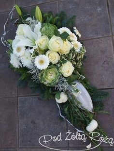 Black Flowers, Floral Wreath, Wreaths, Wedding, Image, Funeral Flower Arrangements, Floral Design, Flower Vases, Floral Arrangements