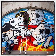 Matt Gondek is in Paris !... Men at work... Avec la galerie Avenue des Arts  Photo : Lionel Belluteau Plus de photos sur https://ift.tt/YMhG58  @gondekdraws @avenuedesarts_hk #mattgondek #mattgondekart matt_gondek #paris #peanuts #snoopy #workinprogress #unoeilquitraine #lionelbelluteau @unoeilquitraine