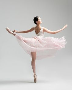 Classical female ballet dancer, Hwei Shin, in a pink romantic tutu in the photo studio on a grey background. Photograph taken in New York City by photographer Rachel Neville. Ballet Images, Ballet Pictures, Dance Photos, Dance Pictures, Ballet Tutu, Ballet Dancers, Dance Photography Poses, Pretty Ballerinas, Little Ballerina