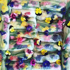 Fresh Rice paper spring rolls with edible flowers by #meringuegirls