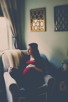 Courtney Anne photography. Maternity photo. Maternity pictures. Sitting on a favorite chair