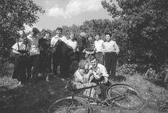 Массовка колхозной молодежи в честь выборов в Верховный Совет РСФСР. Фото на память, 1938 г., Куйбышевская обл.