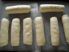 Receita de Enroladinho de salsicha com massa de pastel - Passo 2 Sem Lactose, Rolling Pin, Sweet Potato, Rolls, Potatoes, Bread, Vegetables, Gluten, Food