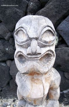 Hawaiian Ki'i, Pu'uhonua o Honaunau National Historical Park, Hawaii - photo by B N Sullivan