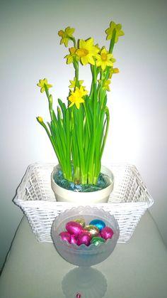 Hyvää ja rentouttavaa Pääsiäistä! Glass Vase, Home Decor, Decoration Home, Room Decor, Interior Decorating