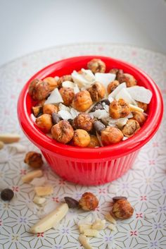 Pumpkin Spice Roasted Chickpea Trail Mix 14 Delicious Portable Snacks You'll Want To Eat Everywhere Healthy Snacks, Healthy Eating, Healthy Recipes, Healthy Sweets, Healthy Breakfasts, Protein Snacks, High Protein, Chickpea Recipes, Quick Snacks