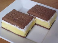 koláč z bb keksov Köstliche Desserts, Delicious Desserts, Yummy Food, Sweet Recipes, Cake Recipes, Dessert Recipes, No Bake Pies, No Bake Cake, Posne Torte
