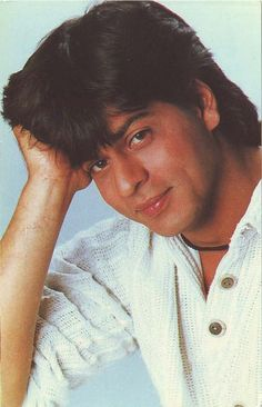 Shahrukh Khan / Chaahat Bollywood Music Videos, Shahrukh Khan And Kajol, Vintage Bollywood, Attractive Guys, King Of Hearts, Bollywood Stars, Celebs, Celebrities, Best Actor