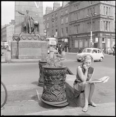 Street fashion photography is nothing new; these vintage street fashion photos are proof that people have been stylish since way-back-when. Dublin Street, Dublin City, Baby Boom, Ireland Fashion, Vintage Street Fashion, Black And White Pictures, Old Photos, Vintage Photos, 1960s