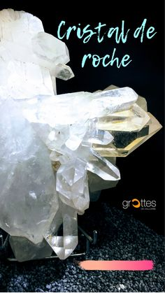 Minéral pur et translucide, le cristal de roche est très prisé dans la lithothérapie, mais également en joaillerie pour sa clarté et de plus en plus utilisé dans l'électronique. Le cristal de roche est un minéral que l'on retrouve également sous les appellations de quartz incolore, translucide ou hyaline. C'est un excellent amplificateur d'énergie.