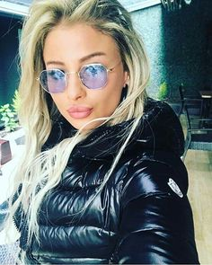 Down Suit, Elegantes Outfit, Puffy Jacket, Moncler, Cool Girl, Sunglasses Women, Sexy Women, Jackets For Women, Lady