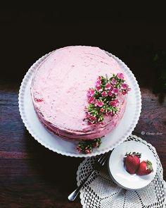 Strawberry cake by Cintia Soto