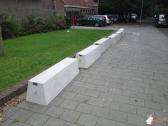 Betonbank Standaard bij Willem de Zwijgercollege in Bussum