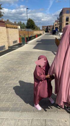 Muslim Girls, Cute Muslim Couples, Muslim Women, Niqab Fashion, Muslim Fashion, Hijabs, Teen Fashion Outfits, Modest Fashion, Islamic Girl Pic