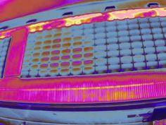 Panneaux solaires filmé par drone en image thermique colorisation