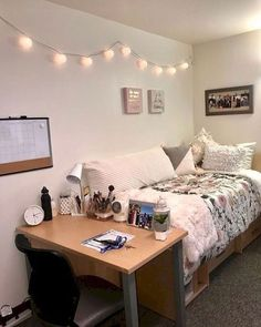 39 cute dorm room ideas that your inspire college room, college bedroom dec College Bedroom Decor, Small Room Bedroom, College Dorm Rooms, College Life, Uf Dorm, College Dorm List, Ysl College, Girl College Dorms, Small Apartment Bedrooms
