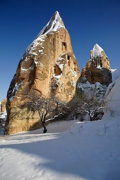 Snow in Göreme, Cappadocia, Turkey. I would love to visit this area to see the rock houses. Beautiful World, Beautiful Places, Underground Cities, House On The Rock, Winter's Tale, Turkey Travel, Asia, Travel Memories, Ancient Artifacts