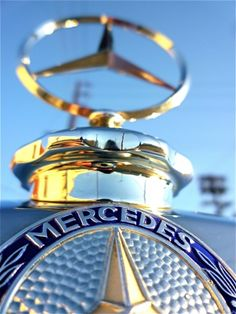 Mercedes-Benz - The True Star - 🇨🇦😁 Mercedes Sports Car, Classic Mercedes, Mercedes Benz Logo, Mercedes G Wagon, Mercedes W123, Ford Raptor, Rolls Royce, Carl Benz, Car Hood Ornaments
