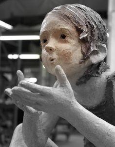 Jurga Sculpteur Plein de poésie dans les sculptures de cet artiste. Bravo.