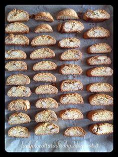 Cantuccini classici   L'angolo cottura di Roby Biscotti Cookies, Cannoli, Muffin, Breakfast, Desserts, Recipes, Gelato, Food, Christmas Ideas