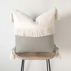 Crème d'oreiller en ivoire Tassel et Fringe Throw Diy Throw Pillows, Sewing Pillows, Boho Pillows, Throw Pillow Covers, Decorative Pillows, Burlap Pillows, Cricut, Best Pillows For Sleeping, Grey Fabric