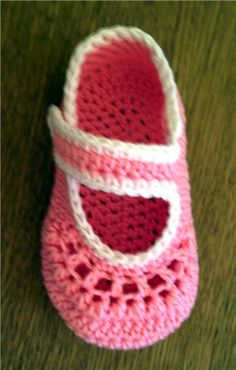 This pin was discovered by san – Artofit Baby Girl Sandals, Crochet Baby Sandals, Baby Girl Crochet, Girls Sandals, Baby Girl Shoes, Crochet For Kids, Baby Slippers, Crochet Slippers, Knit Crochet