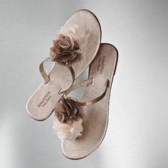 Simply Vera Vera Wang Pom Pom Flower Flip Flops Excellent Used Condition. Taupe/champagne color combo. Size 7. Gauzy flowers and leather straps. Sole has small mark covered by foot (see second and third photo). Otherwise, no defects or imperfections. Vera Wang Shoes Sandals