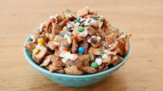 Sweet Achievement Chex Mix - Feel like a winner no matter how you play with this all-sweet candy Chex™ mix. Chex Mix Recipes, Dog Food Recipes, Dessert Recipes, Candy Recipes, Desserts, No Bake Snacks, Easy Snacks, Cookies And Cream Frosting, Graduation Party Foods