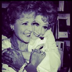 betty white & lucille ball My 2 Fave Funny Women! Lucy Movie, Golden Girls, Golden Age, Betty White, Gorgeous Redhead, Lucille Ball, I Love Lucy, Yesterday And Today, Old Hollywood