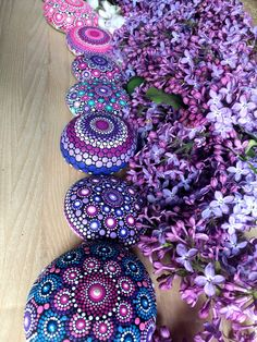I paint colorful stones and canvas, made with love! Lilac Color, Purple, Pink, Mandala Print, Different Tones, Mandala Rocks, Mini Canvas, Mandala Coloring, Stone Painting