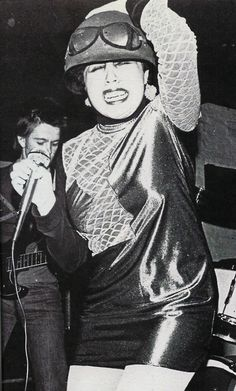 Poly Styrene (X-ray Spex), unha das pioneiras en encabezar as listas do punk feminino. Hare Krishna, Recital, Chicas Punk Rock, Arte Punk, Punk Art, Moda Punk, Punk Mode, Punk Rock Girls, 70s Punk