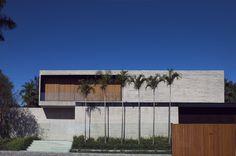 Casa Cubos / Studio [+] Valéria Gontijo Via: Archdaily
