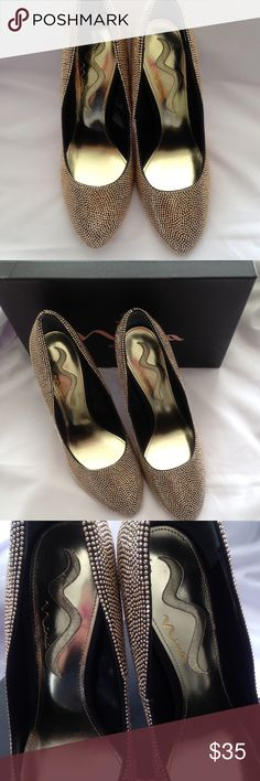 Nina Gold Pumps Brand new in box. These pumps add such a gorgeous sparkle to your outfit. Wear them for a night out or for more formal occasions. Can be paired with almost any outfit, not just for evening or formal wear. No trades. Like to buy more then one item? Ask me about saving 10% when you buy 2 or more items. Bundle and save. Nina Shoes Heels