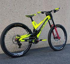 Downhill Bike, Mtb Bike, Santa Cruz Mtb, Funny Vid, Second Best, Bicycle Design, World Of Sports, Super Bikes, Car Wheels
