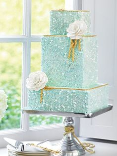 Mint green weddingcake with beading