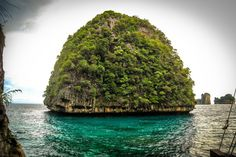 Phi Phi Islands . Photos of Scott Foster ( Travel Freak )